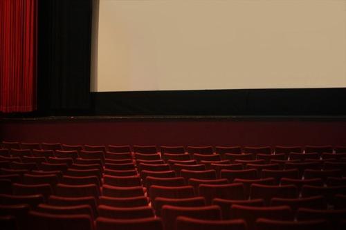 「映画館では予め飲み物を持ち込んではいけない」←は?