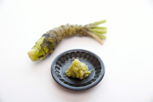 【決着】ワサビは醤油に溶かすか刺身にのせるか論争