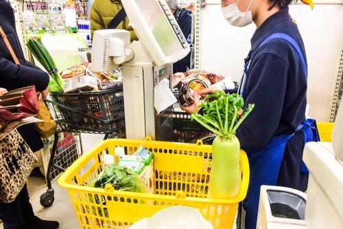 40代くらいのおっさんがスーパーで半額商品ばかり買ってた