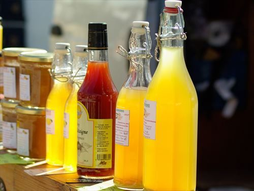 fruit_juices_honey_bottles-900913_R