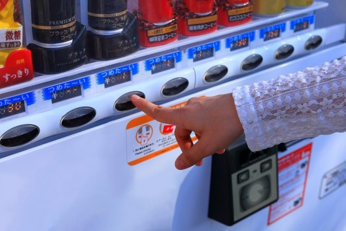 缶コーヒーが消えそう 新型コロナでオフィス自販機の売上激減し家庭ではまったく飲まず
