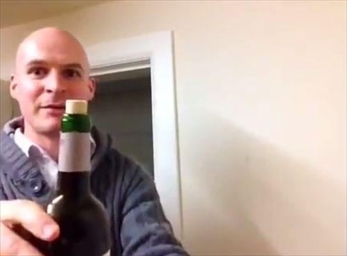 ワインオープナーを使わずにワインの栓を開ける方法