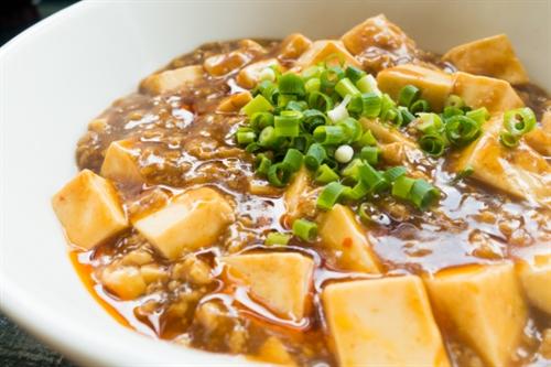 麻婆豆腐を作ろうと思うんだけど木綿豆腐と絹ごし豆腐どっちを使った方がええかな?