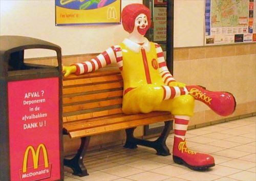 Ronald_McDonald_sitting_R