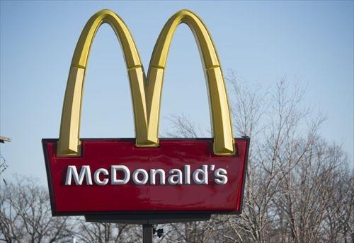 日本以外でも業績悪化のマクドナルド、世界の直営3500店舗売却へ