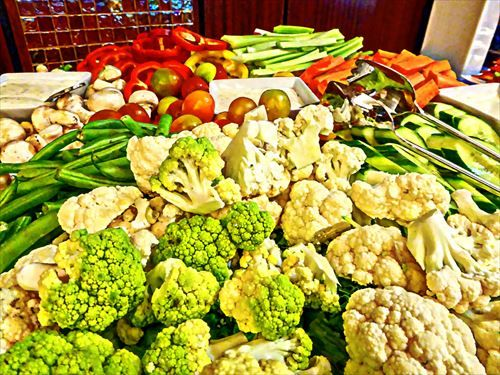 tray-of-cut-vegetables_R