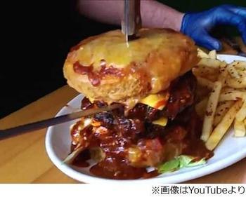 """辛すぎる""""18禁""""ハンバーガー、完食の成功率は約10人に1人程度。"""