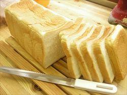 食パンって焼かないほうが旨いな