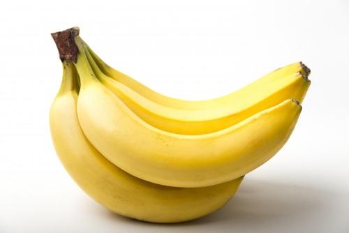 壁にダクトテープで貼り付けられたバナナが1300万円 それを食べてしまった男性