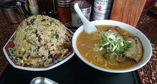 彡(^)(^)「チャーハン?ナンボでも食えるわ!!」(´^ω^`)「へい!お待ち!!」