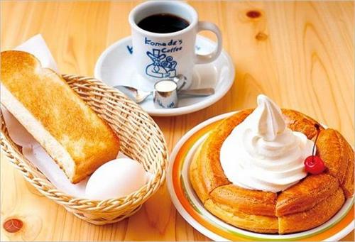 スタバでコーヒー飲むよりも、コメダ珈琲でコーヒーセット頼んだ方がくつろげるし遙かにコスパ良いよな