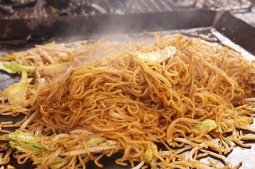 松本人志「焼きそばに野菜入れる意味が分からん。あんなもんいらんのや!!」