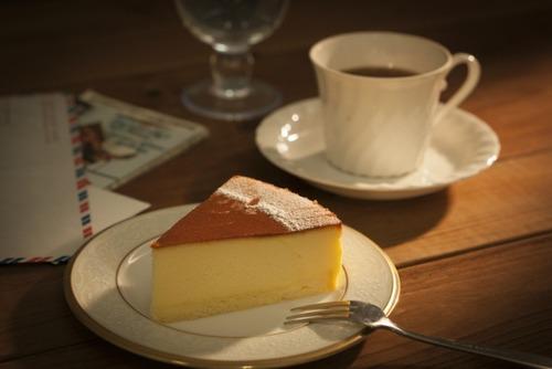 ワイ「チーズケーキでも作るか」レシピ「バター50g!砂糖70g!生クリーム200ml!」