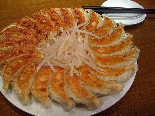 「焼き餃子は中国にはない」とか「インドではナンは一般的ではない」とか