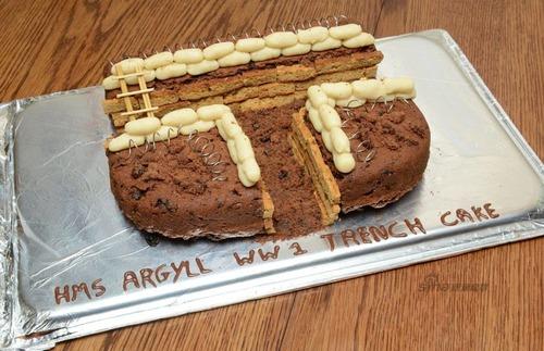 英国海軍で第一次世界大戦記念行事に向けたケーキ製作…その名も「塹壕風ケーキ」