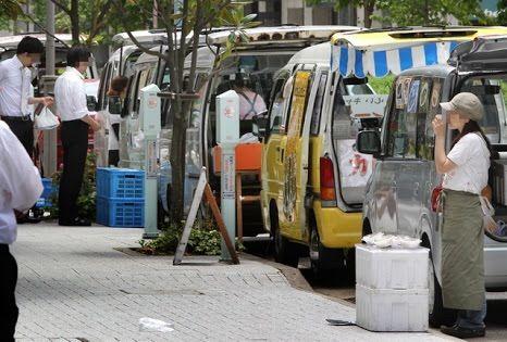 東京都が路上弁当、規制強化へ  業者撤退でリーマンの昼食ピンチ