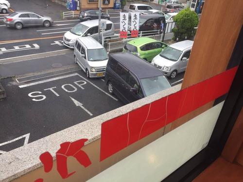 【悲報】かっぱ寿司食べ放題、駐車場は渋滞で警察官も出動【画像】