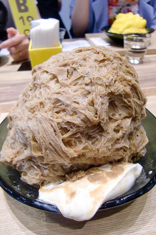 【画像】いちご味1400円の「かき氷」 原宿で炎天下の中、4時間待ちの行列