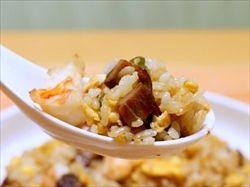 中華料理って長い歴史があるけど、レンゲでチャーハンは食べにくいって誰も気づかなかったの?