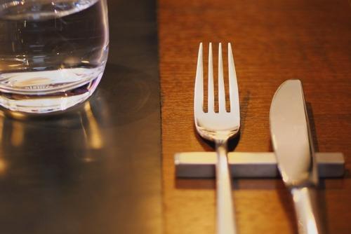 家族と外食するの恥ずかしいんやが