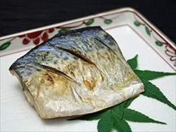 一人暮らしの賃貸ワンルームの部屋で魚を焼いている奴、ちょっと来い