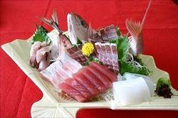 海のない県の温泉旅館で海の魚の刺身が出た時のガッカリ感
