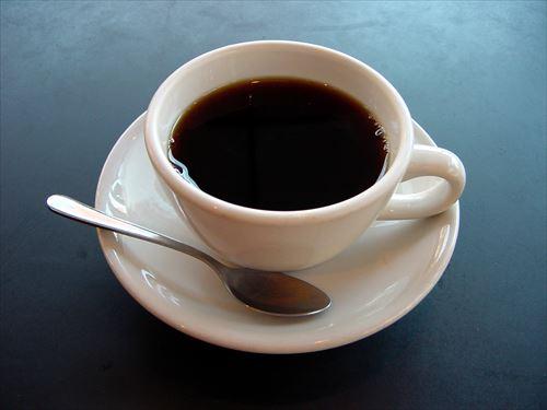 ブラックコーヒー飲むやつって必ず多少はカッコつけてるトコあるよな