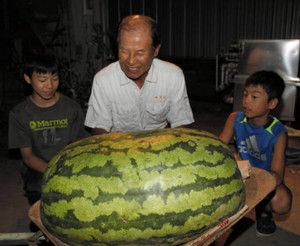42キロの巨大スイカを収穫(画像あり)