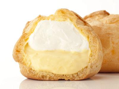 シュークリーム食うと必ず中のカスタードクリームが下に落ちるんだが対処法教えてくれ。