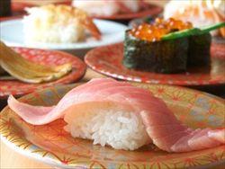 最近の男子に女子が激怒 !! 「回転寿司行って、4皿しか食べないってなんなの?」
