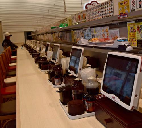 元気寿司、全店「回らない店」に 注文した商品だけを高速レーンで高鮮度