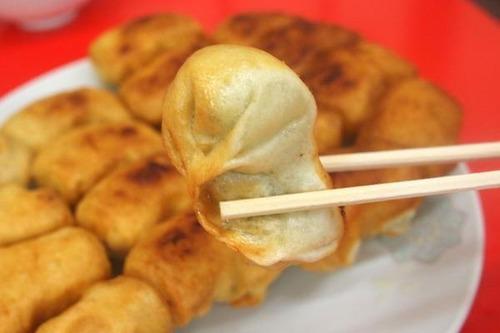 神奈川県で唯一、ホワイト餃子が食べられる店 小田急相模原にある「ギョウザ萬金」