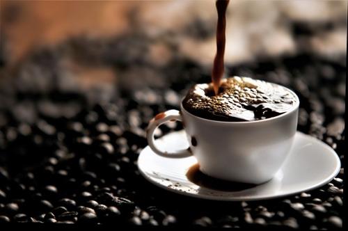 専門家「コーヒーは1日25杯飲んでも大丈夫」