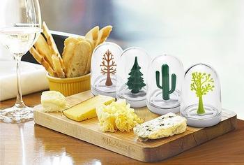 食卓にちょっとしたワンポイント 中に可愛いミニチュアの動物と植物が入った調味料入れ