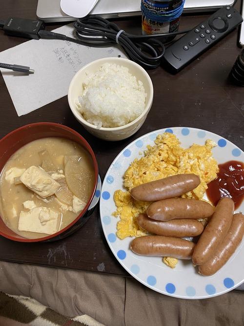 【画像】ステイホームワイ、ビジホのビュッフェ風優雅な朝食を堪能www
