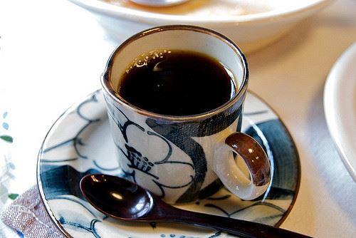 俺「コーヒー。ブラックで」同僚「かっこつけんなよ」