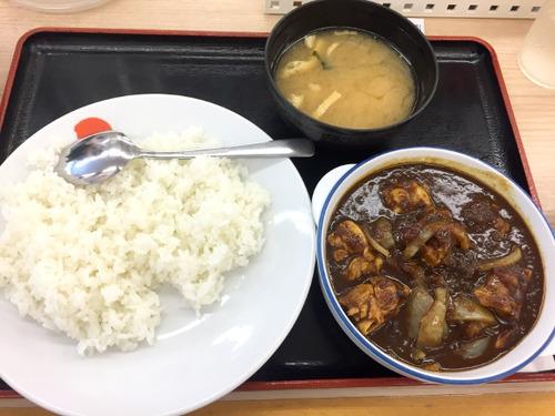 松屋の「ゴロゴロチキンカレー」本日より大復活へ!