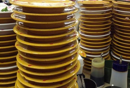 【悲報】男、寿司で平均11皿も食べてた