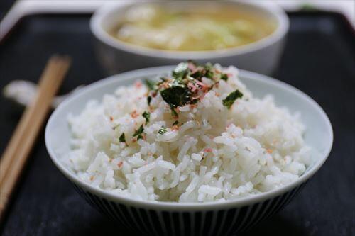日本人「白米食いまくります、塩大量です、運動はしません」←こいつが長寿な理由