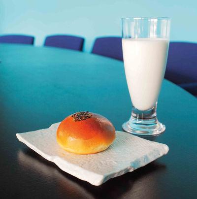 あんぱん+牛乳=至高 他にも最強の組み合わせってある?