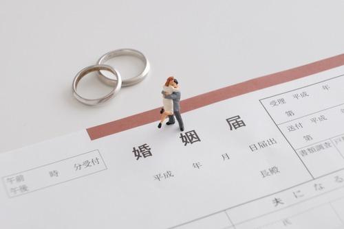 わい「結婚しようかなぁ」結納金「100万円です」指輪「20万円です」結婚式「300万円です」