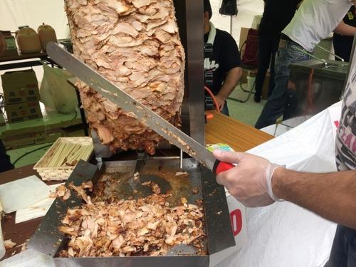 ケバブの屋台にある肉塊をまわす機械をもらったらどう使う?
