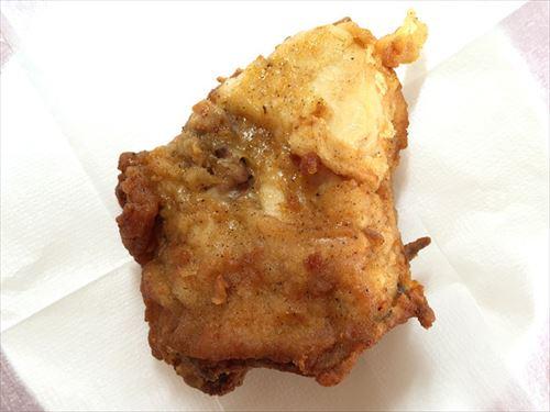 拷問官「ケンタッキーのチキンでご飯食べろ!」 ワイ「は、はい…」パクパク