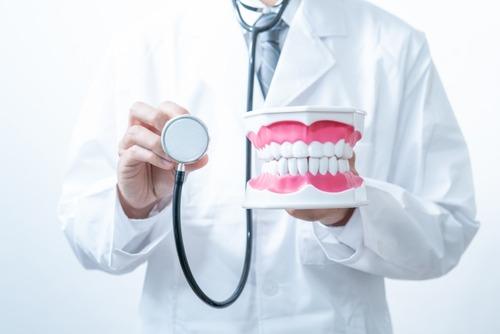 歯科医「虫歯やね。はい2000円。来週治すからまた来て。」 ワイ「ファッ!?」