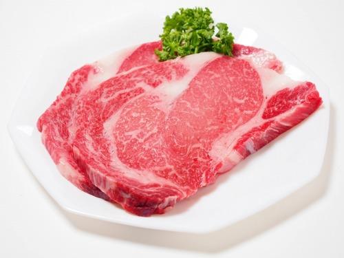 ワイ(18)「んほぉ~ステーキの脂身うめぇ~」  ムシャムシャガツガツ
