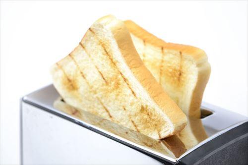 ニートワイ「夜中やけど腹減ったなぁ…トースト焼こ」