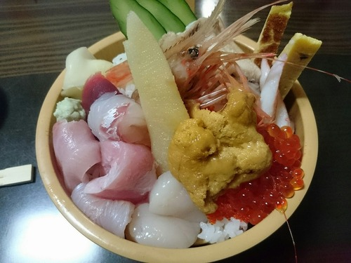 青森の1600円のウニ丼をごらんください