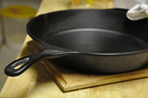 鍋やフライパンの焦げ付きをキレイに剥がす方法