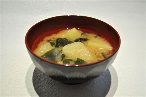 Potato_and_seaweed_miso_soup_R