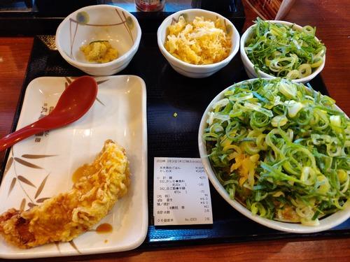 彡(^)(^)「ご飯ください!うどんいりません!ご飯半額クーポンとかしわ天無料クーポン使います!」